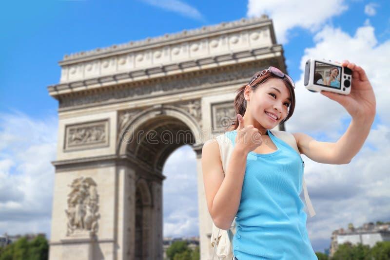 Viaggio felice della donna a Parigi immagini stock