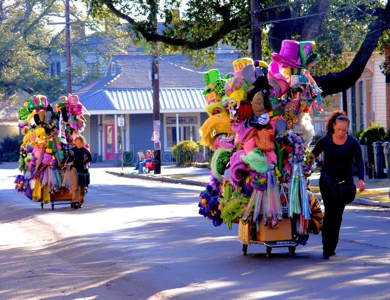 Viaggio-nuovi Orleans-venditori a Mardi Gras Parade immagine stock