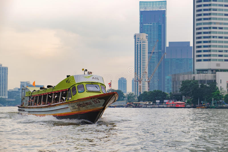 Viaggio popolare su Chao Phraya River, Tailandia della barca immagini stock