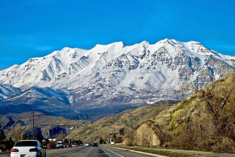 Viaggio stradale di Salt Lake City alla stazione sciistica di Park City nell'inverno fotografie stock