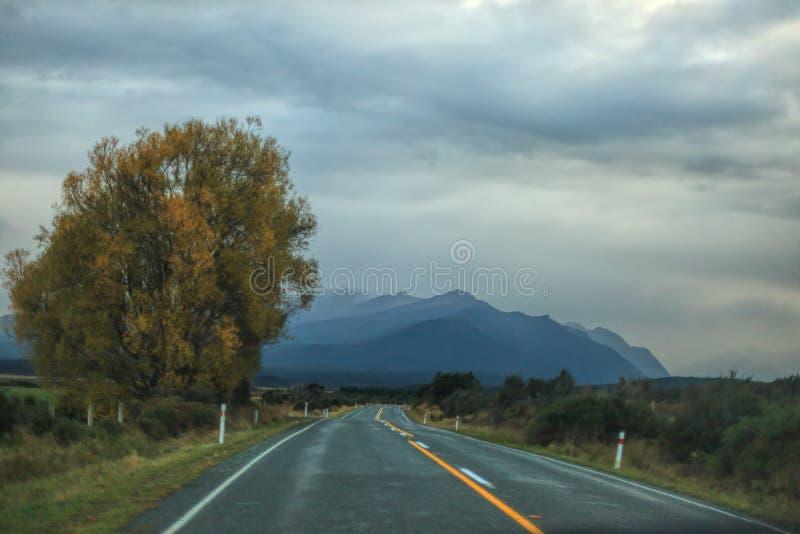 Viaggio stradale in NZ fotografie stock