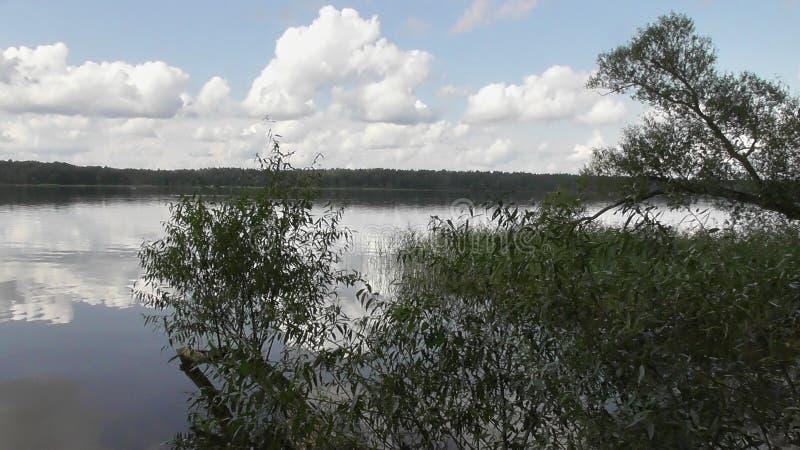 Viaggio sul fiume Volga nella regione di Tver' fotografie stock