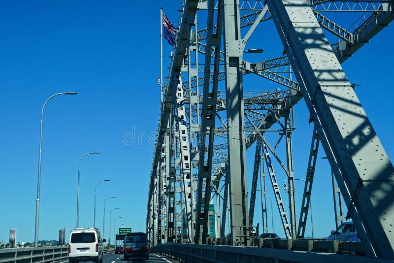 Viajando en el puente del puerto de Auckland, Nueva Zelanda fotos de archivo libres de regalías