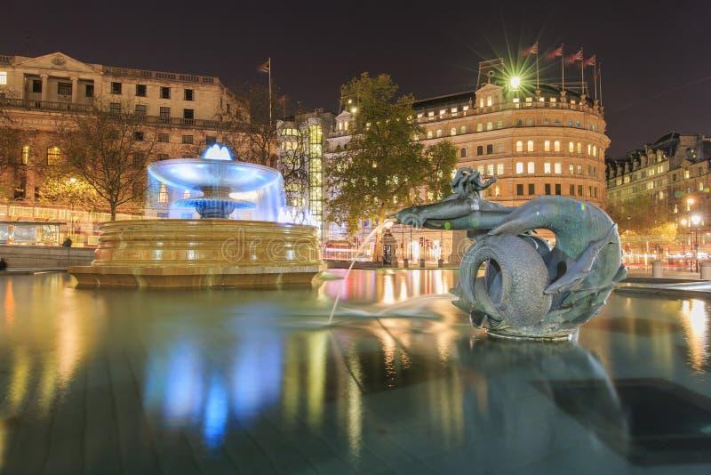 Viajando en Trafalgar Square famoso, Londres, Reino Unido imagen de archivo libre de regalías