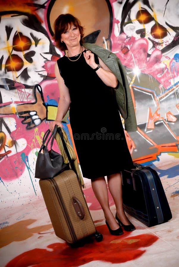 Viajante de bilhete mensal da mulher, grafitti urbano imagem de stock royalty free