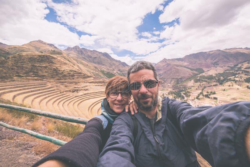 Viajante que toma o selfie no vale sagrado do Inca, Peru foto de stock