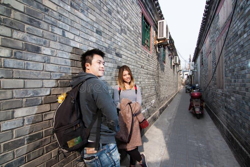 Viajante tailandês do amante em Hutong fotografia de stock royalty free