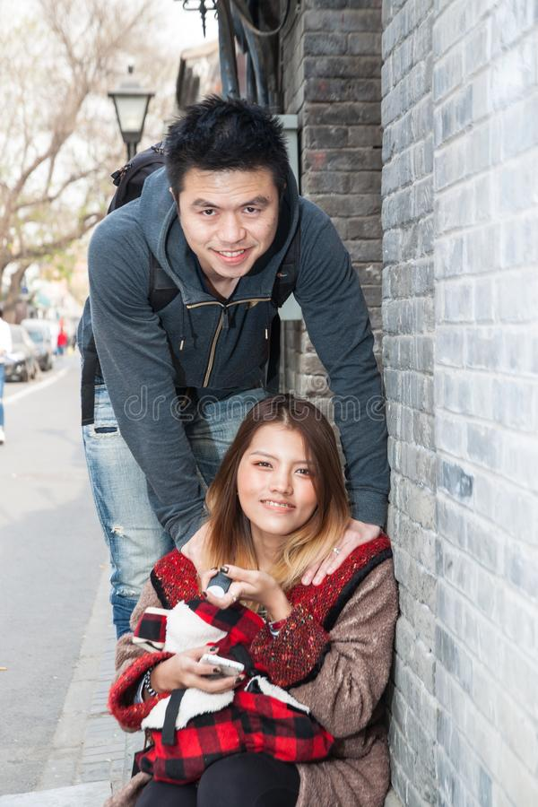 Viajante tailandês do amante em Hutong imagens de stock