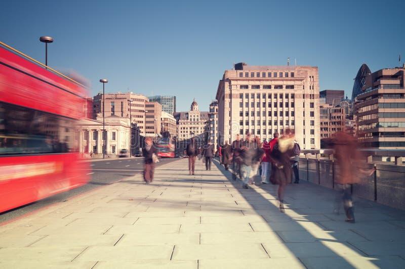 Viajantes de bilhete mensal em Londres fotografia de stock