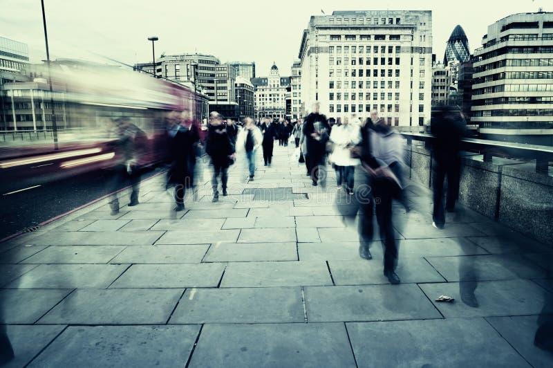 Viajantes de bilhete mensal em Londres imagem de stock