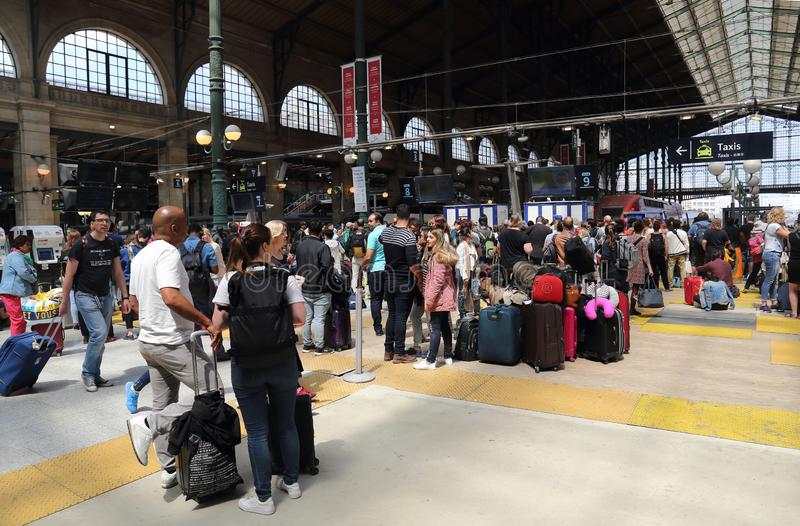 Viajantes em Paris, França imagens de stock