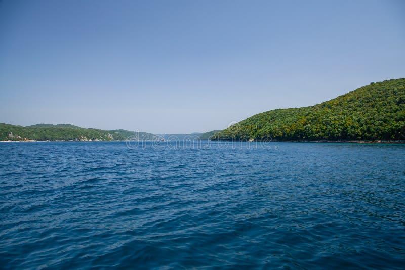 Viaje adriático de la costa Fiordo de Limski en Istria MAR ADRIÁTICO fotos de archivo