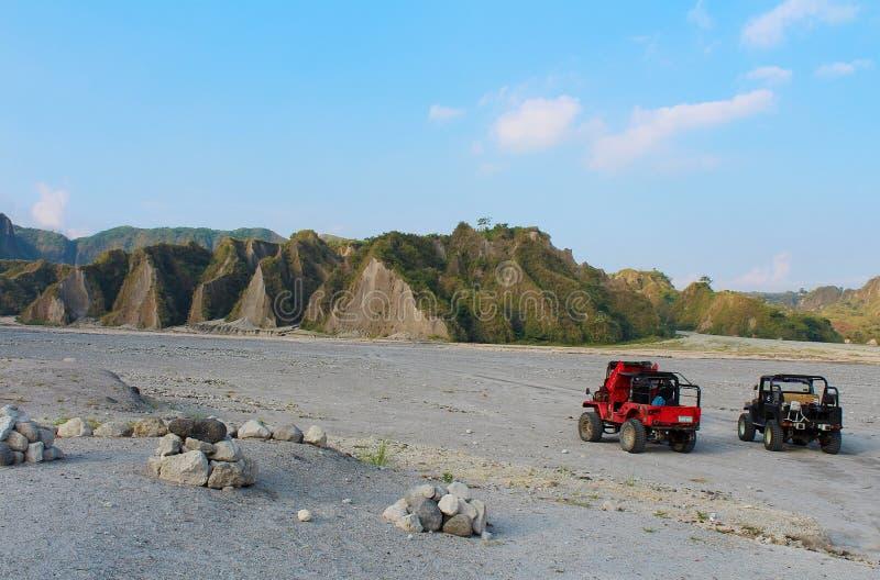 Viaje al soporte Pinatubo por los jeeps filipinos imágenes de archivo libres de regalías