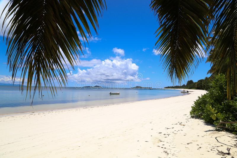 Viaje caliente Seychelles del verano de la isla de la playa de Praslin fotos de archivo