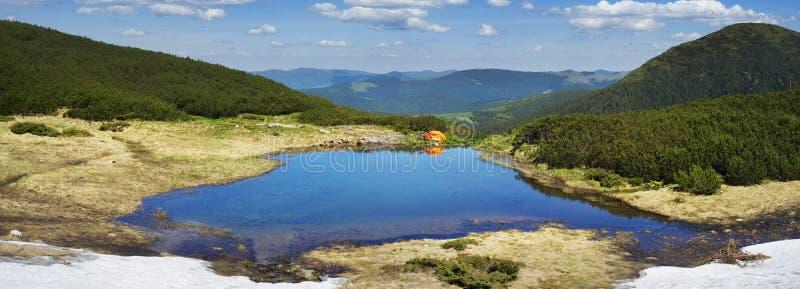 Viaje con los lagos Cárpatos fotografía de archivo libre de regalías