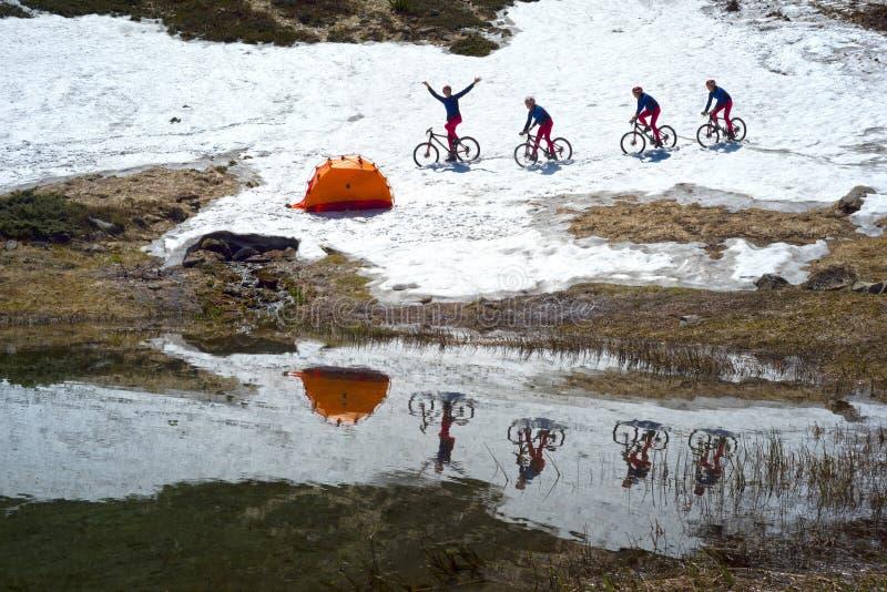 Viaje con los lagos Cárpatos imagen de archivo libre de regalías