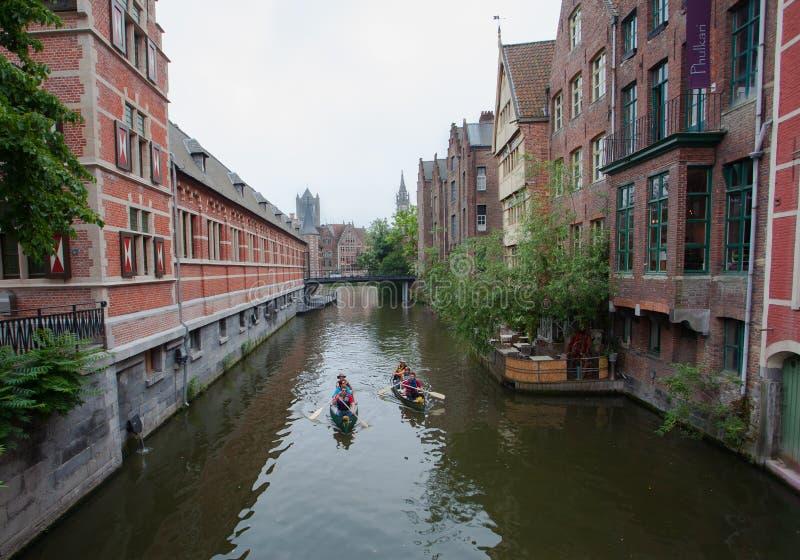 Viaje de la canoa en el canal foto de archivo libre de regalías