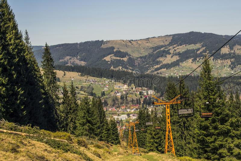 Viaje de la montaña en Vatra Dornei, Rumania imagenes de archivo