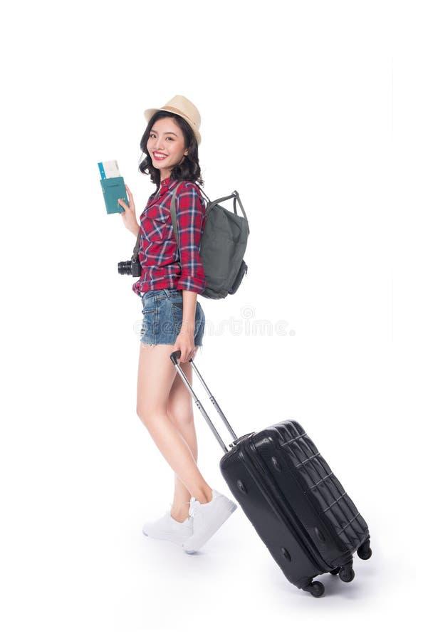 Viaje de la mujer Viajero asiático hermoso joven de la mujer que lleva a cabo el passp foto de archivo