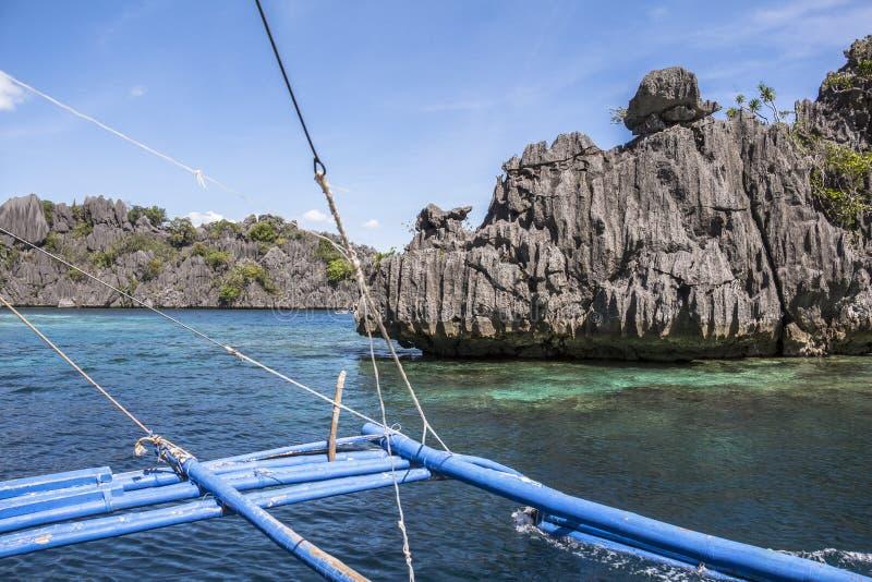 Viaje del barco cerca de Coron en las Filipinas fotos de archivo