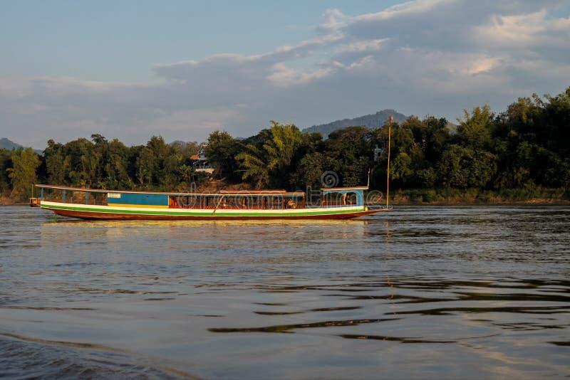 Viaje del barco en el r?o Mekong Luang Prabang, Laos fotografía de archivo libre de regalías