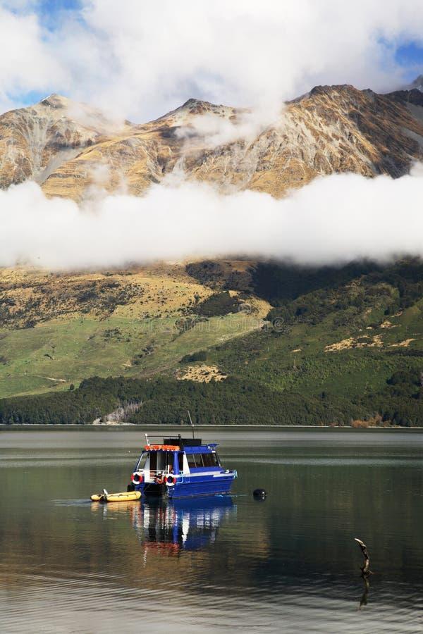Viaje del barco en Nueva Zelandia fotos de archivo