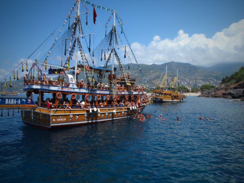 VIAJE del BARCO - las playas en la Riviera turca están entre las playas más agradables de Turquía fotografía de archivo libre de regalías