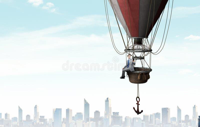 Viaje del hombre en aerostato fotografía de archivo libre de regalías