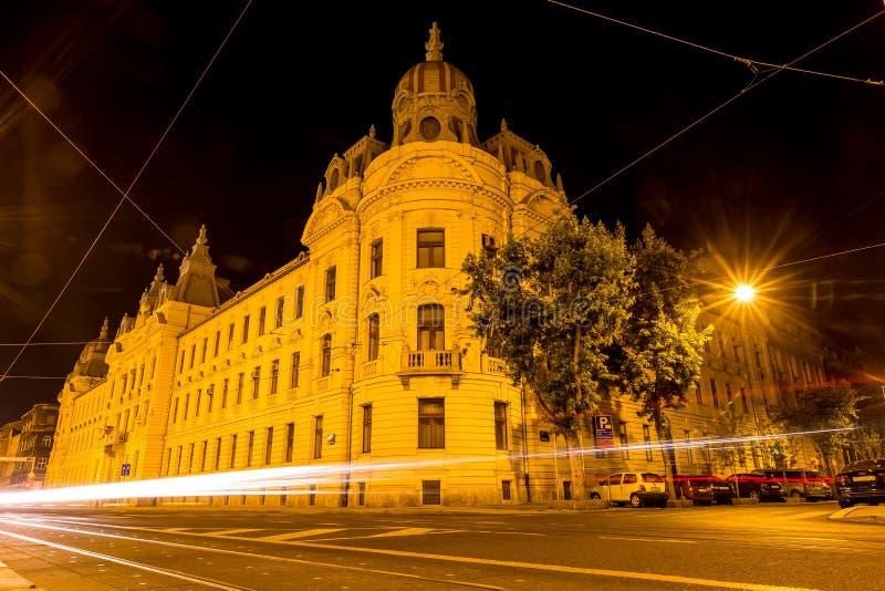 Viaje en tranvía el rastro en las calles de Zagreb en la noche en Zagreb, Croacia fotos de archivo libres de regalías