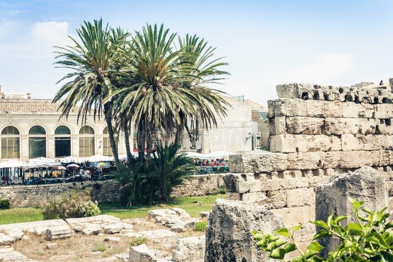 Viaje a Italia - ruinas del templo de Apolo en la isla de Ortygia Ortigia, Syracuse Siracusa, Sicilia fotografía de archivo