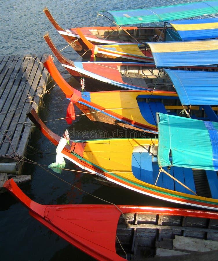 Viaje los barcos en la bahía de Phang Nga, Tailandia imágenes de archivo libres de regalías