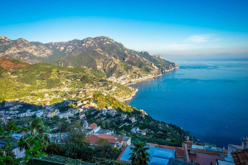 Viaje na série de Itália - vista da costa bonita de Amalfi imagens de stock