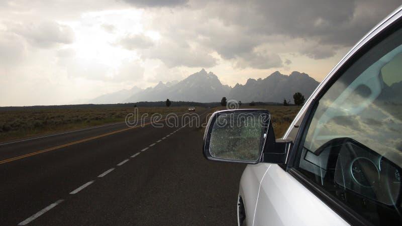 Viaje por carretera del día lluvioso en el parque nacional magnífico de Teton fotografía de archivo