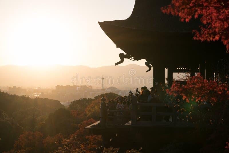 Viaje turístico en el templo de Kiyomizu Dera imagenes de archivo