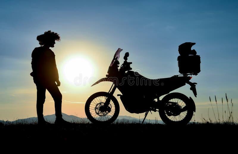 Viaje y breves descansos de la motocicleta imagen de archivo libre de regalías