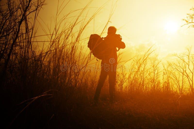 Viajero con la mochila imagen de archivo libre de regalías