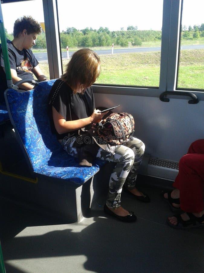 Download Viajero del autobús fotografía editorial. Imagen de mujer - 41903042