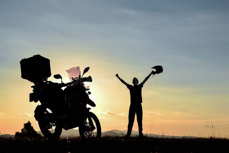 Viajes de la motocicleta, salidas del sol maravillosas y serenidad foto de archivo libre de regalías