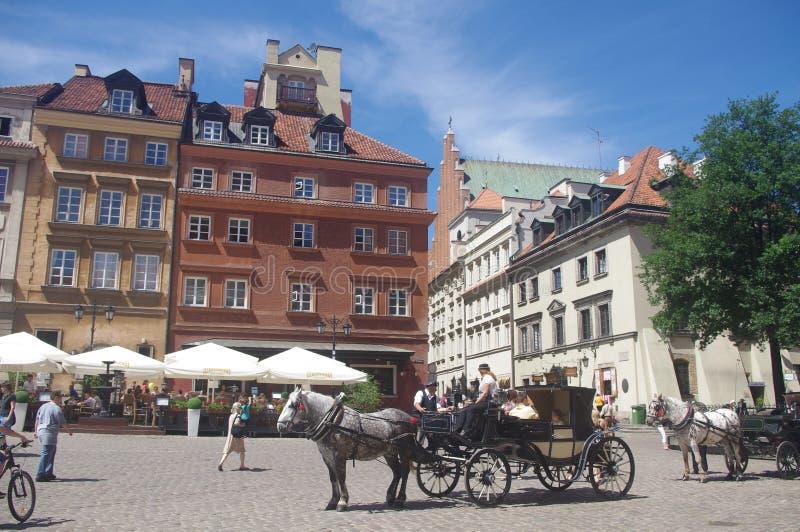 Viajes traídos por caballo de la ciudad vieja de Varsovia imagen de archivo libre de regalías