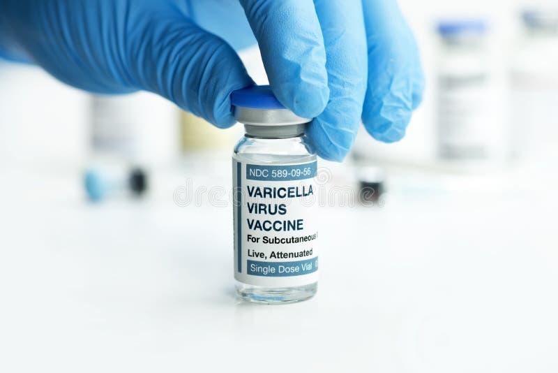 Vial du vaccin contre le virus de la varicelle photos stock