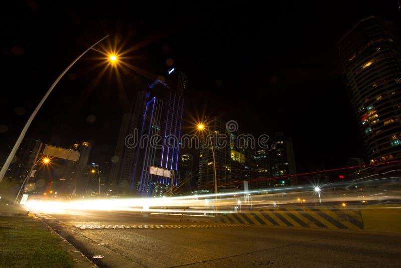 Viale del lungonmare alla notte in Panamá fotografia stock libera da diritti