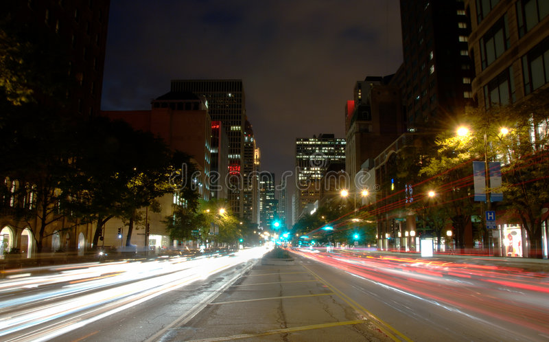 Viale del Michigan del Chicago, notte immagine stock