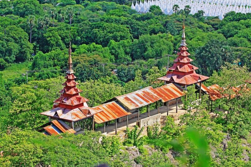 Viale pedonale della collina di Mandalay, Mandalay, Myanmar fotografia stock libera da diritti