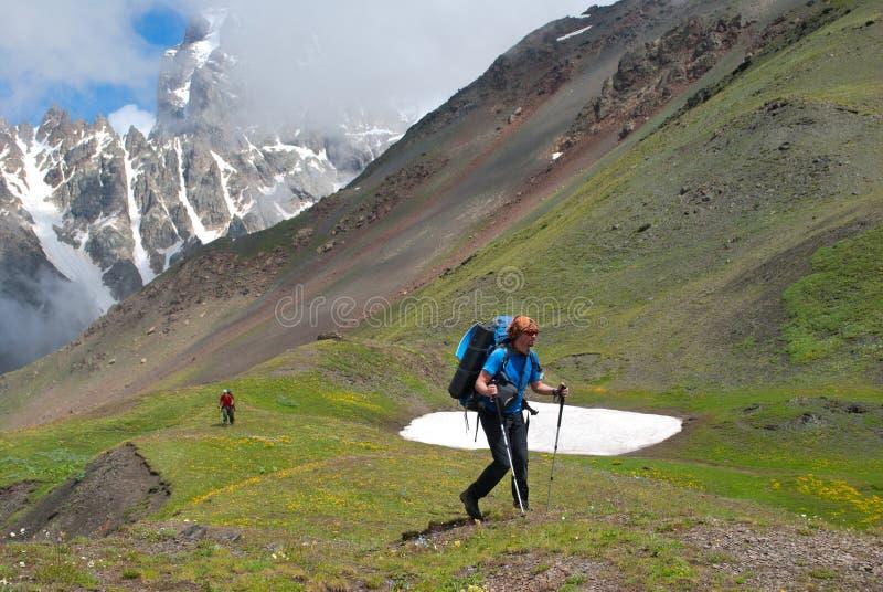 Viandante nella montagna immagini stock
