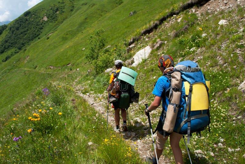 Viandanti nella montagna immagini stock