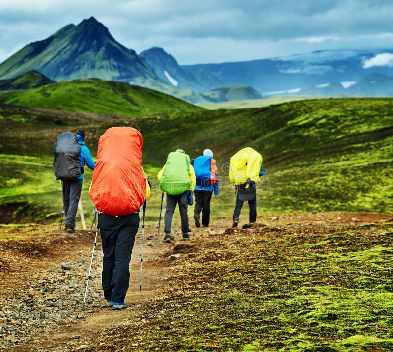 Viandanti nelle montagne immagini stock libere da diritti
