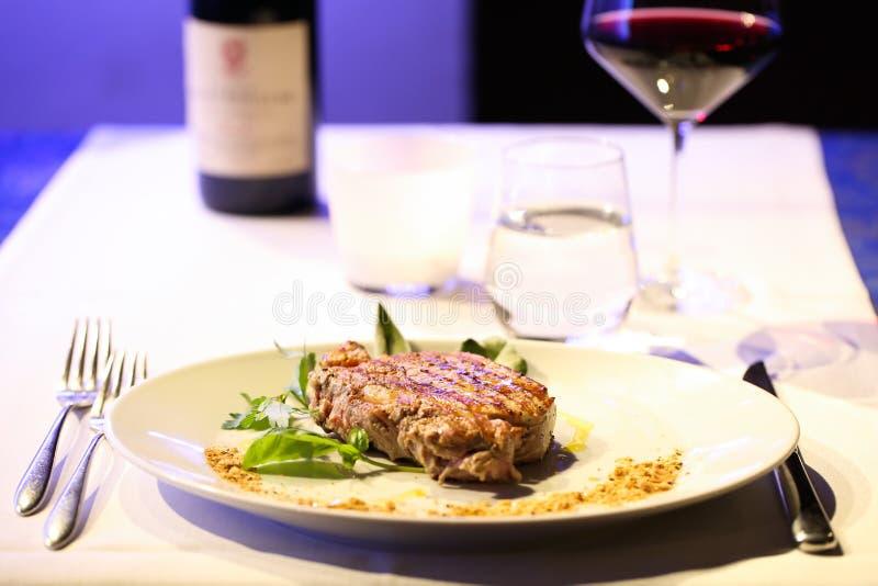 Viande avec de la salade photo stock