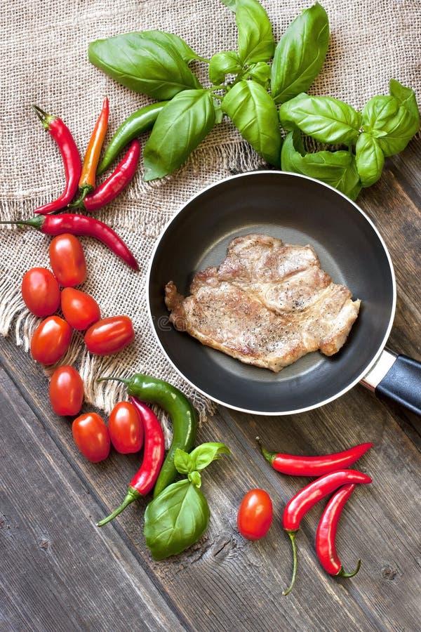 Viande avec des légumes images stock