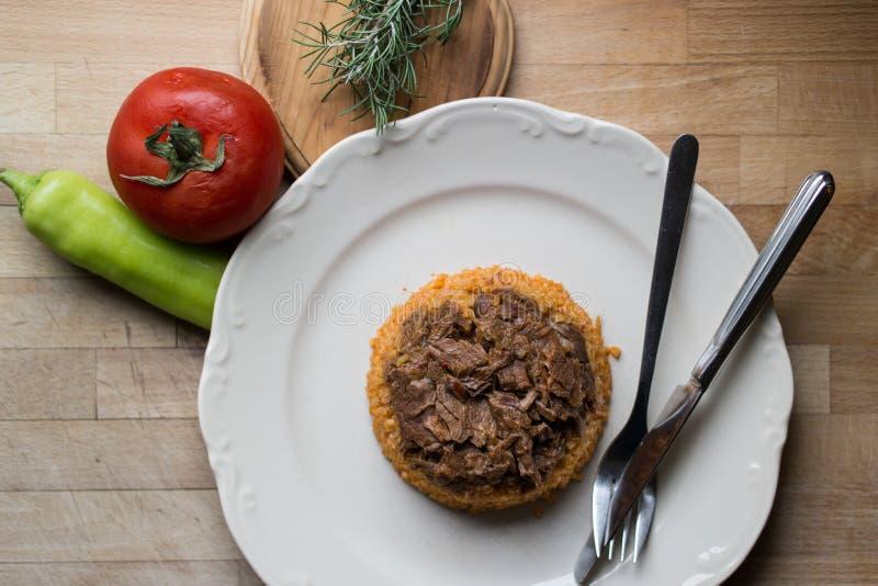 Viande avec du riz/aliment biologique de bulgur photo stock