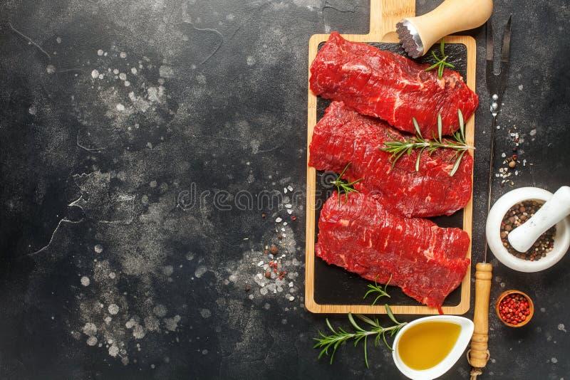 Viande crue, bifteck de boeuf photo libre de droits